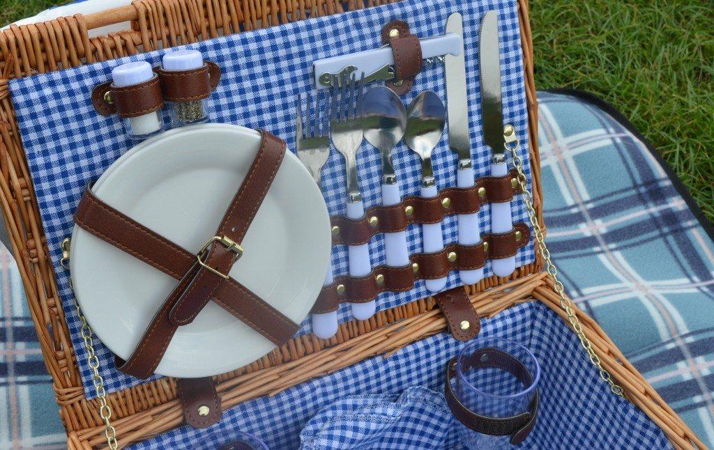 Vonshef wicker picnic hamper